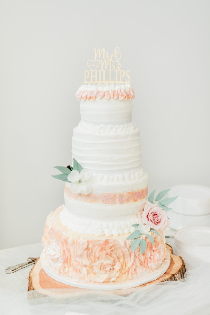 Blush Rose Gold Pink Wine Wedding Cake Florals Greenery Fall Wedding | Sunset Oaks in Tyler TX by DFW Dallas Fort Worth wedding photographer Karina Danielle Photography